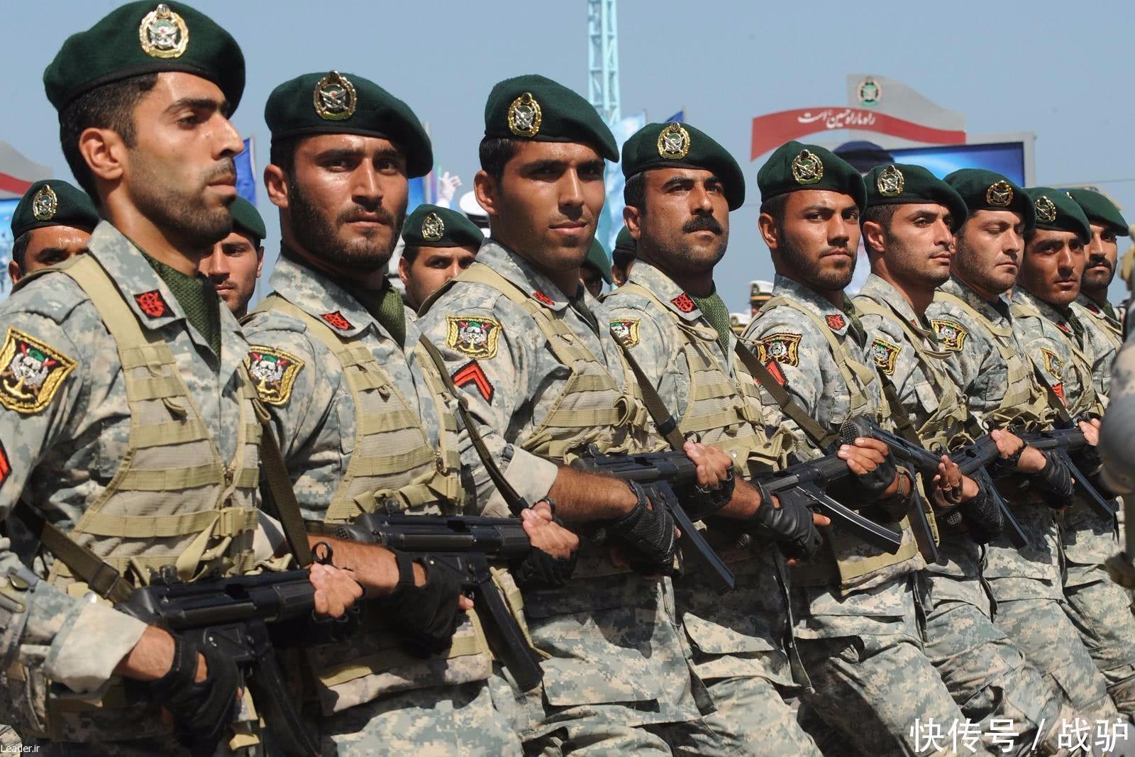 Desfile de soldados da Guarda Revolucionária do Irã