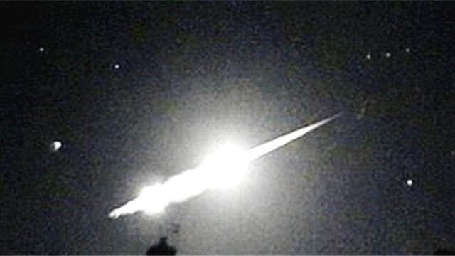一生一次!58岁男子家中摄像头拍到巨大流星
