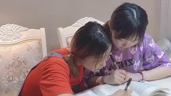 当妈妈出门的时候,千万别写作业