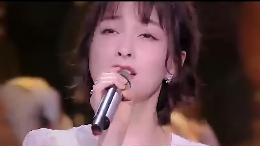 被主持人耽误的歌手,吴昕现场演唱王菲《匆匆那年》,开口秒跪!