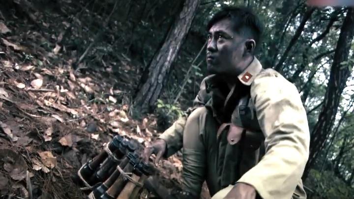 土匪的火力太猛,不料小战士拿出两捆手榴弹,土匪这下惨了!