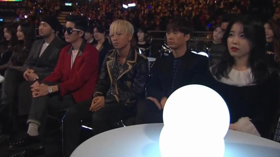 台下坐着一堆韩国明星,陈奕迅一开口就王炸,没错是来砸场子的