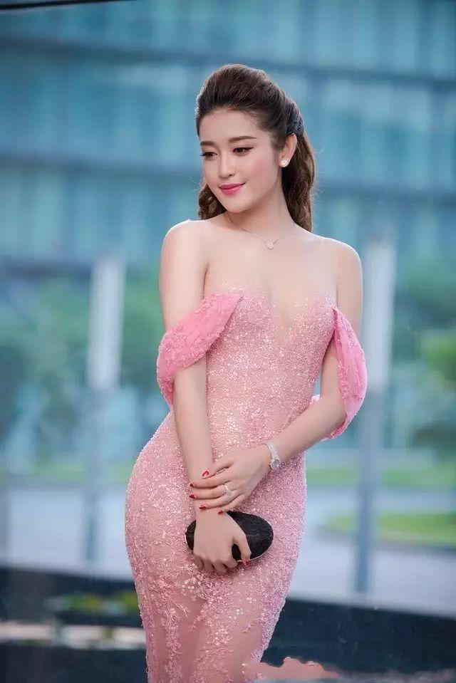 魔域私服网站发布网越南小姐冠军的最美瞬间,美得意外,倾国倾城