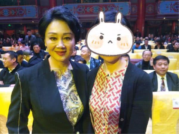 冒险岛私服发布网离开了聚光灯,还不到60岁的王姬,脸上皱纹也太真实了吧!