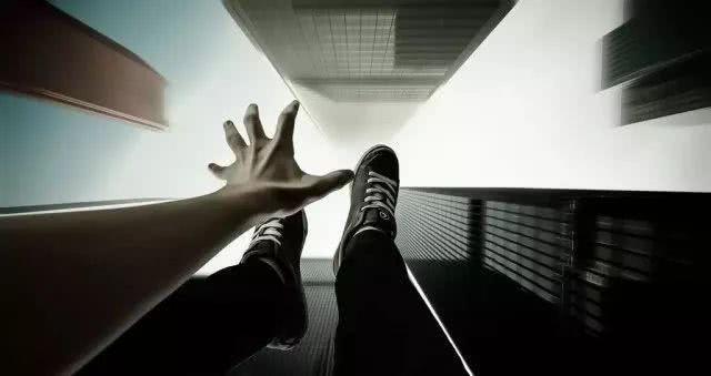 快手dnf私服真的吗高空跳楼轻生的人,半空中是否会后悔?心理学家的答案很明确