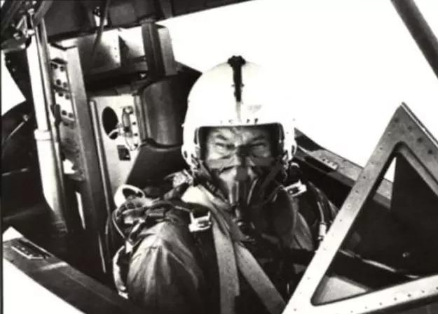 """神武dnf私服地面上会漏油,空中可飞3马赫 SR - 71""""黑鸟""""的传奇故事"""