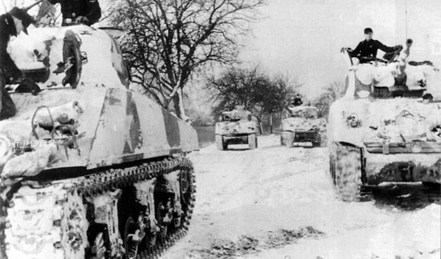 天龙八部私服开服缴获一整连美式坦克:1945年初的奇迹