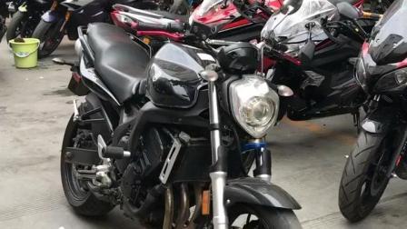 实拍: 如何正确启动隔夜摩托车