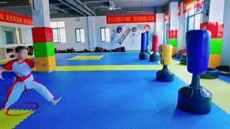 湘武跆拳道东马示范馆学员上步旋风踢