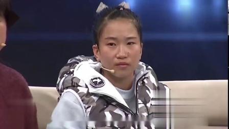 24岁女孩想贷款10万,背着母亲上台,观众感动到哭