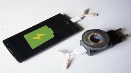 iphone8配置的无线充电, 小伙子自己做了一个, 原理超简单