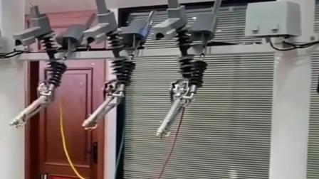 高压开关全自动合闸,如果连网的话就能远程操作了,节省太多劳动力!
