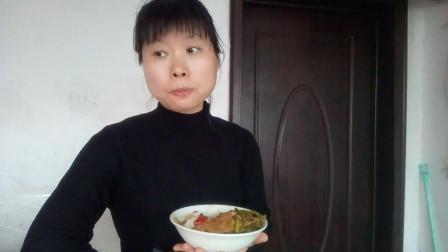 吃播视频 炒萝卜+爆炒上海青+炒长豆角+鸡蛋一枚 边吃边聊液化气瓶和