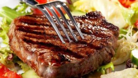 还在西餐厅吃牛排? 现在手把手教你在家做红酒牛排, 一点不比饭店