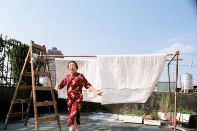 晒棉被的好天气剧照