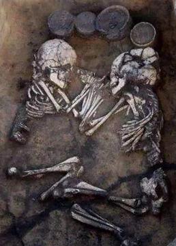 惊世古墓中的神秘第三人剧照