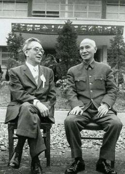 蒋介石与胡适剧照